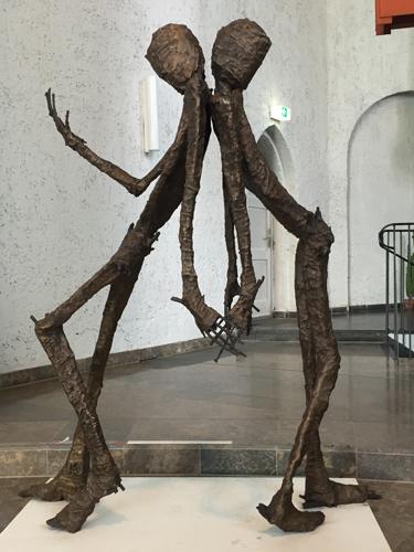Das Vertrauen - Rücken an Rücken . 1/5 SOLD Bronze . 2018